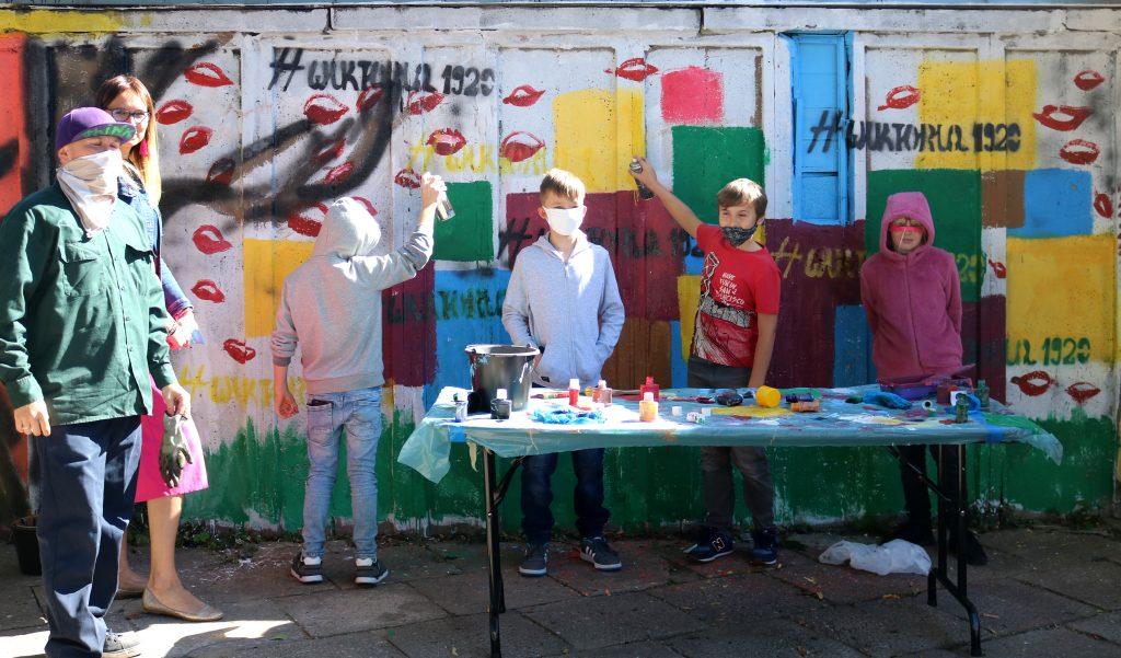 Mural_przygotowany_przez_uczniow